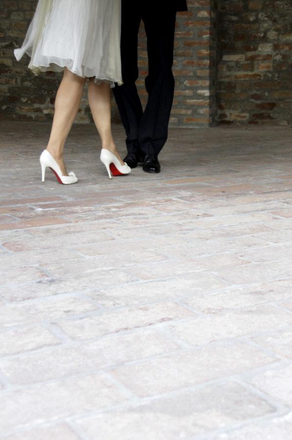 primo ballo sposi a Corte Piovanelli - scarpe louboutin