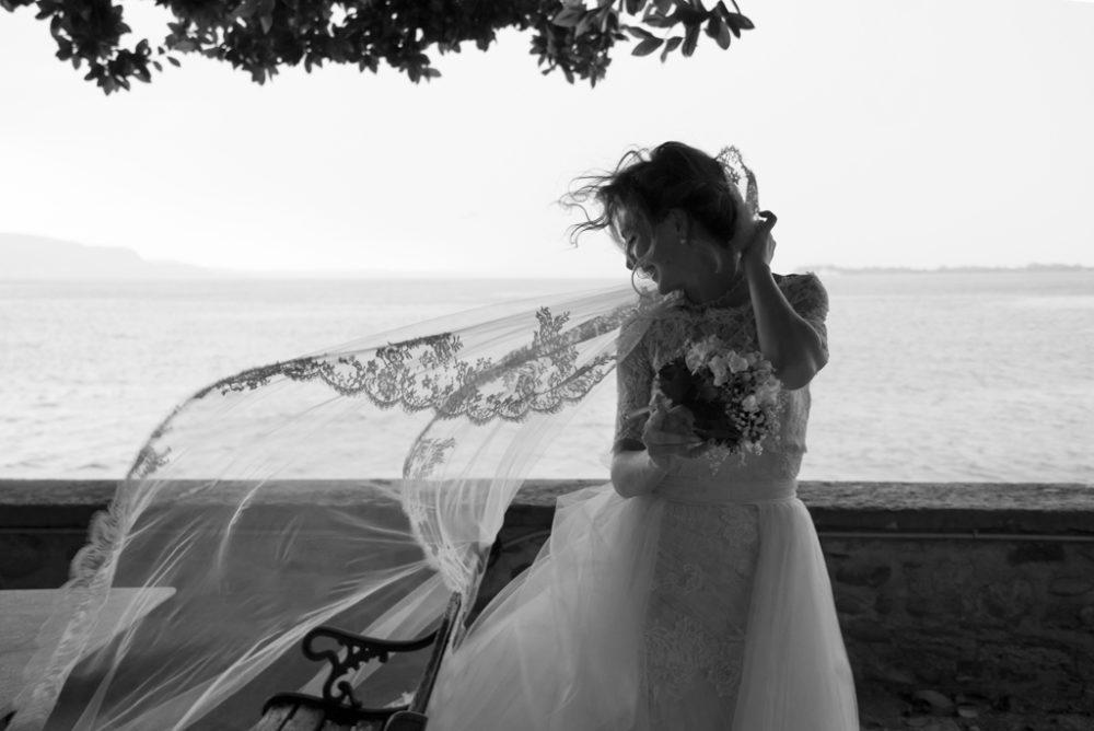 ritratto spontaneo di sposa a villa fiordaliso